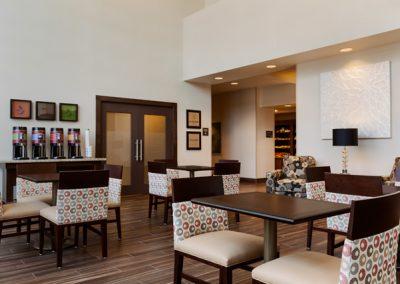 Hampton-Hillsboro-Breakfast-Serving-Area---965630