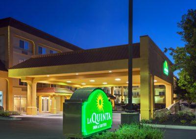 LaQuinta Boise exterior 02 night