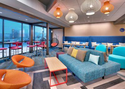 SGUUTRU-lobby-seating-area-02