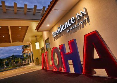 Residence_Inn_Marriott_Kapolei_Oahu1085_ALOHA-Sign_Night_Final